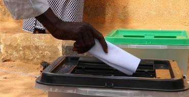 D'un référendum contesté à une constitution falsifiée en Guinée